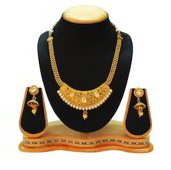 Traditional White Pearl Necklace Set with Stone