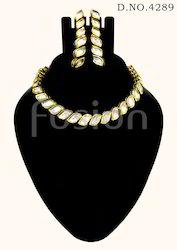 Traditional Vilandi Kundan Necklace Set