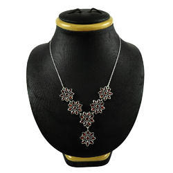 Scrumptious Design 925 Silver Garnet Necklace