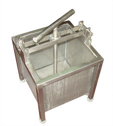 Mechanical Paneer Press