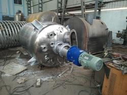 Mixing Vessel With Agitator