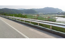Highway Metal Beam Crash Barrier
