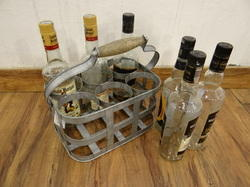 Galvanised 6 Bottles Caddy With Wooden Handle