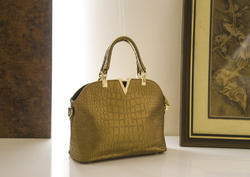 Medium Crock V Ladies Hand Bag