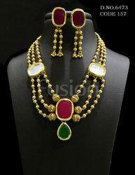 Traditional Kundan Necklace Set