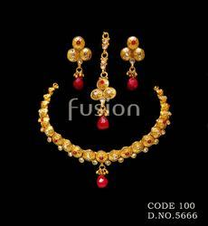 Traditional Delicate Necklace Set