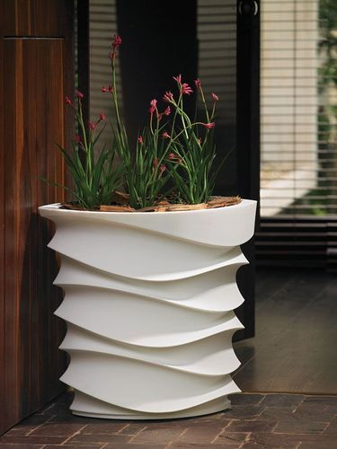 manicured gallery yard planters untamed planter strategy backyard your a ideas in or modern view matching landscaping