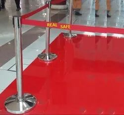 Retractable Queue Stand