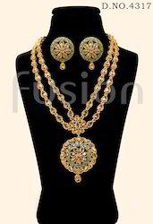 Traditional American Diamond Necklace Set