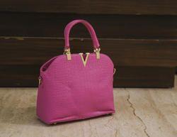 Medium Crock V Bag