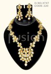 Antique Kundan Necklace Set