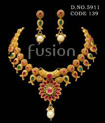 Traditional Matt Polish Necklace Set