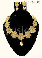 Traditional Flower Shape Necklace Set