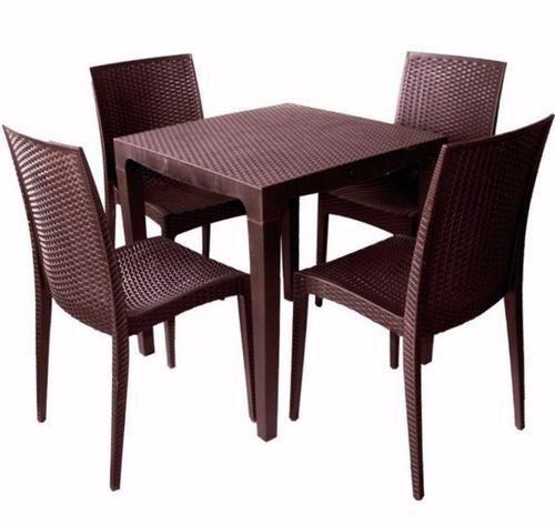 Superbe Plastic Dining Table Set