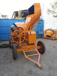 Mobile Concrete Mixer with Hydraulic Hopper