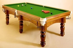 Pool Table In 6 Legs