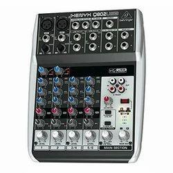 Behringer Q802 Mixer