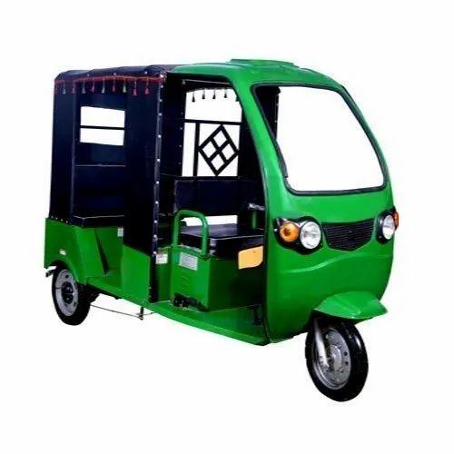 E Auto Rickshaw, Seating Capacity: 5, Vehicle Capacity: 4 Seater