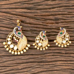 Matte Gold Plated Kundan Peacock Pendant Set 300325