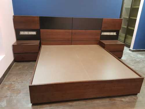 Wooden Bed, Size: 1800 x 2000 x 450 mm