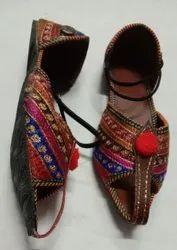 Women Lehriya Jutti Sandals