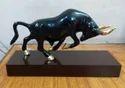 Honeydew Aluminium Stock Market Bull Statue For Interior Decor