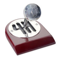 Desktop Metal Round Clock