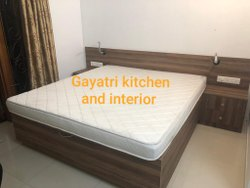 Laminate Cherry Wood BEDROOM, Size: Cal King