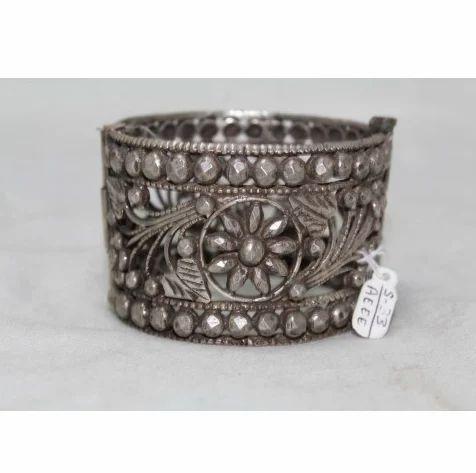 af7e4ee7aa6ec Vintage Antique Tribal Handmade Silver Wide Cuff Bracelet