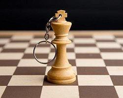 Chess King -Maple Wood Keychain & Keyring from Paramount Dealz (King (Brown))