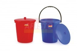 Garbage bucket with handle
