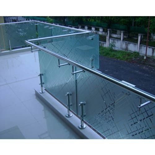 Handrail with glass herewload june patio handrail for Balcony with glass