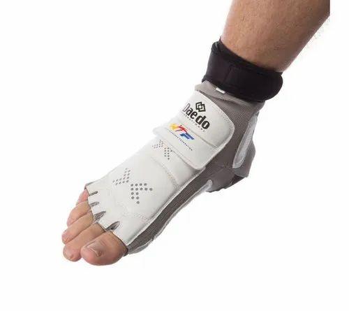 Taekwondo Equipments - Foot Guard (Daedo) Manufacturer from