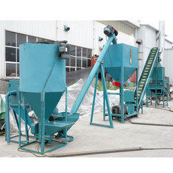 Vertical Poultry Feed Making Machine, Capacity: 800-100 Kg/hr