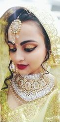 Women Beauty Parlour Service Gold Facial