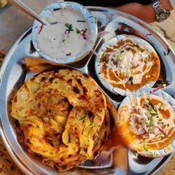 Sahi Paneer+Dal Makhni+Cholle+Chutney+Salad+Achar+5 Butter Roti