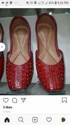 Casual Wear Flat Ladies Leather Mojaris, Size: 6-9