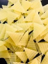 S.m retail 3d Papad Triangle Fryums, Packaging Size: 5 Kg Packet