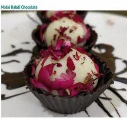 White And Brown Round Malai Rabdi Chocolate