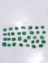 Green Emerald Stones, Size: 2- 5 Carat Size, Carat: 84.4 Carat Lot