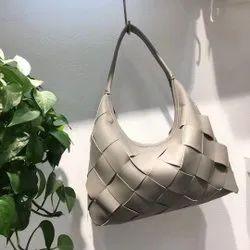 Bottle Veneta Handbag, For Daily Use, Gender: Women