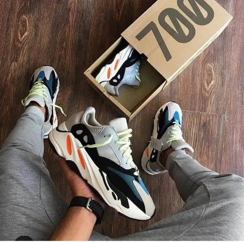 the latest c1073 cbb2a Adidas Yeezy 700