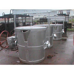 Foundry Ladles With Tilting Mechanism And Top Cover With Bail Arm
