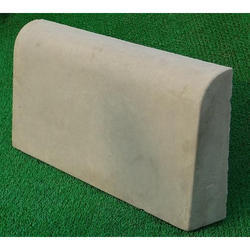 600x300x100mm RCC Kerb Stone