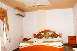 Centrallv Air Conoitioned Room Rent Service