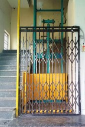 Ware House Lift