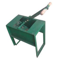 Hand Operated Groundnut Decorticator Machine