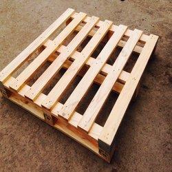 Square Four Way Wooden Pallet, Load Capacity: 1000 kg