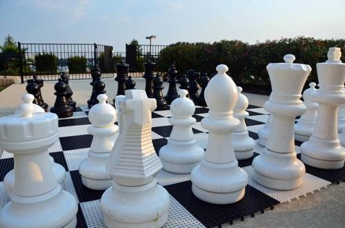 Plastic Giant Outdoor Garden Chess Set 1 To 4 Feet Height