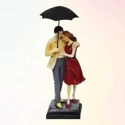 Love Couple With Umbrella Statue
